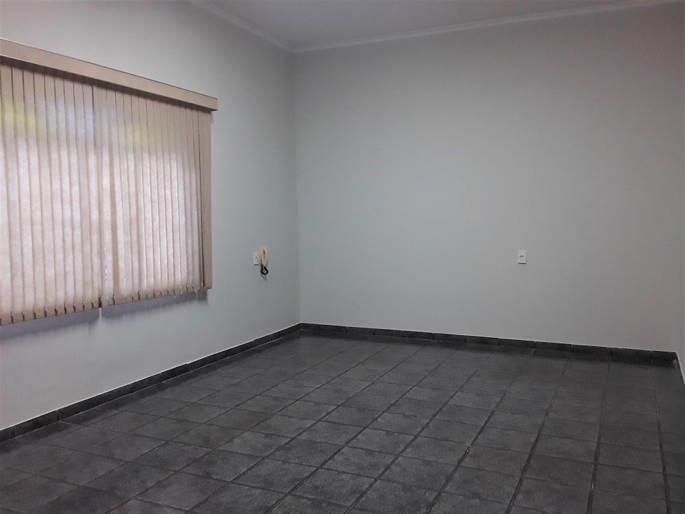 Alugar Casa / Padrão em Ribeirão Preto R$ 2.900,00 - Foto 3