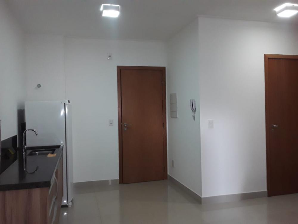 Alugar Apartamento / Flat em Ribeirão Preto R$ 1.500,00 - Foto 4