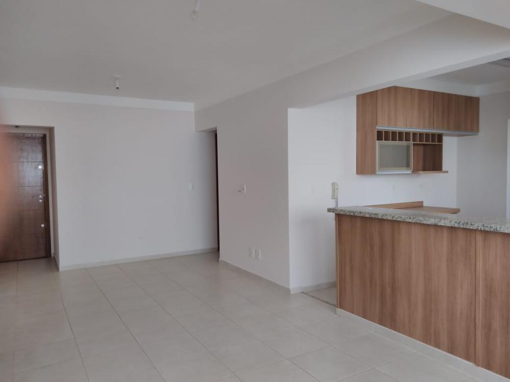 Alugar Apartamento / Padrão em Ribeirão Preto R$ 1.600,00 - Foto 2